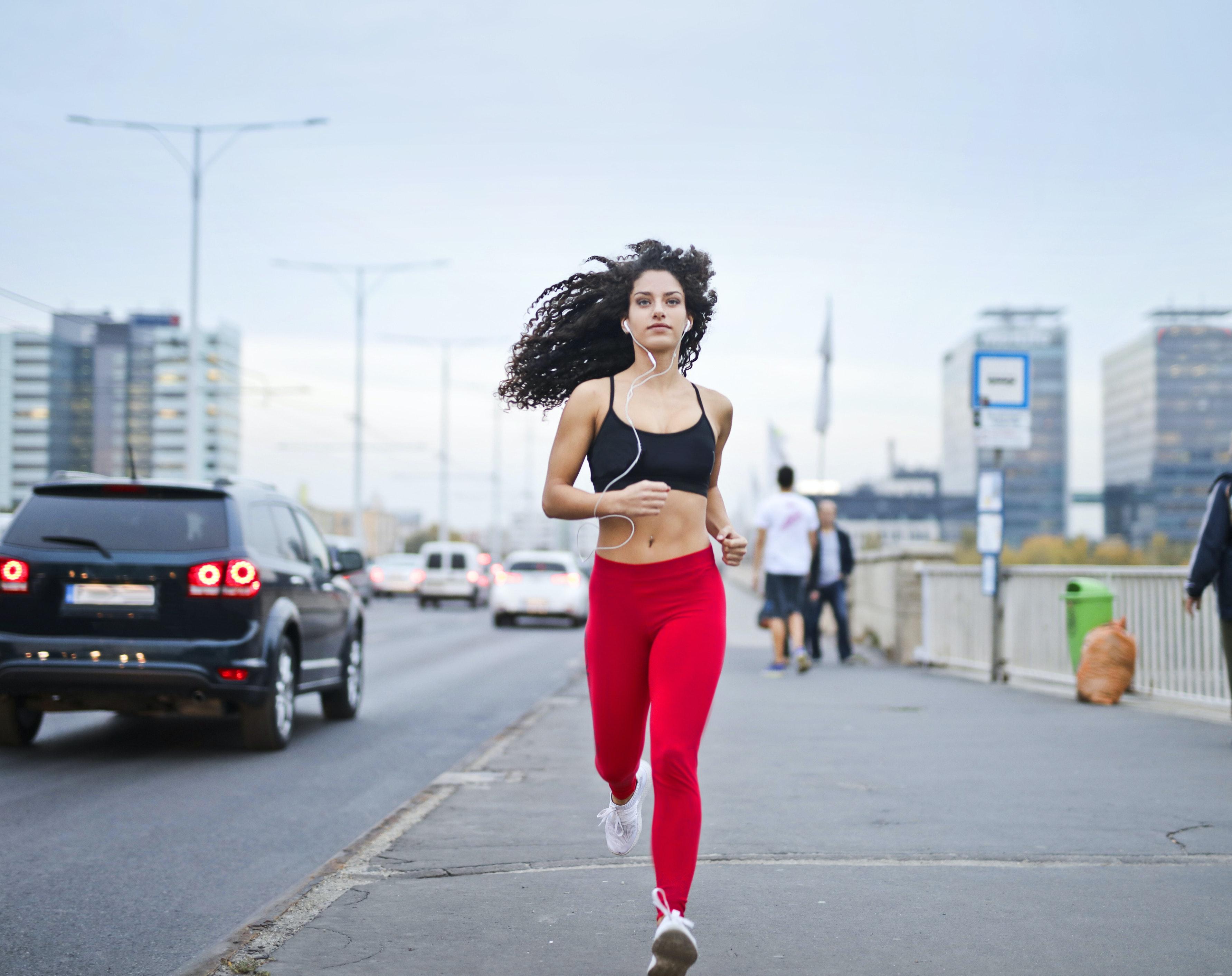 每次運動勿逾90分鐘!耶魯研究:打破迷思,揮汗過度後果嚴重