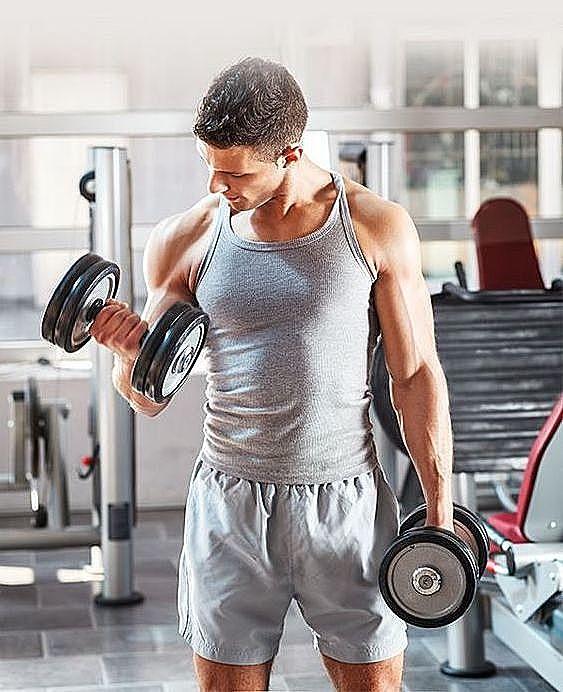 健身新手去健身房不知從何開始?先搞懂2大重量訓練方式,再開始客製化屬於你的重訓菜單