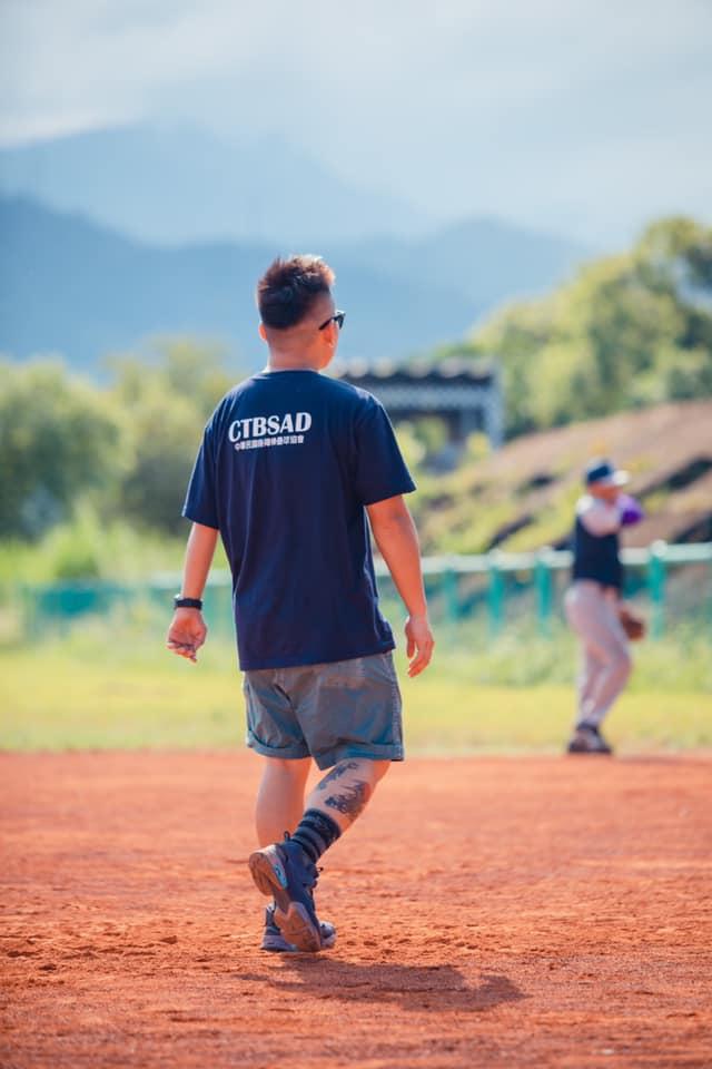 拒絕被缺陷定義,導演潘瑋杰的「戰神」棒球人生