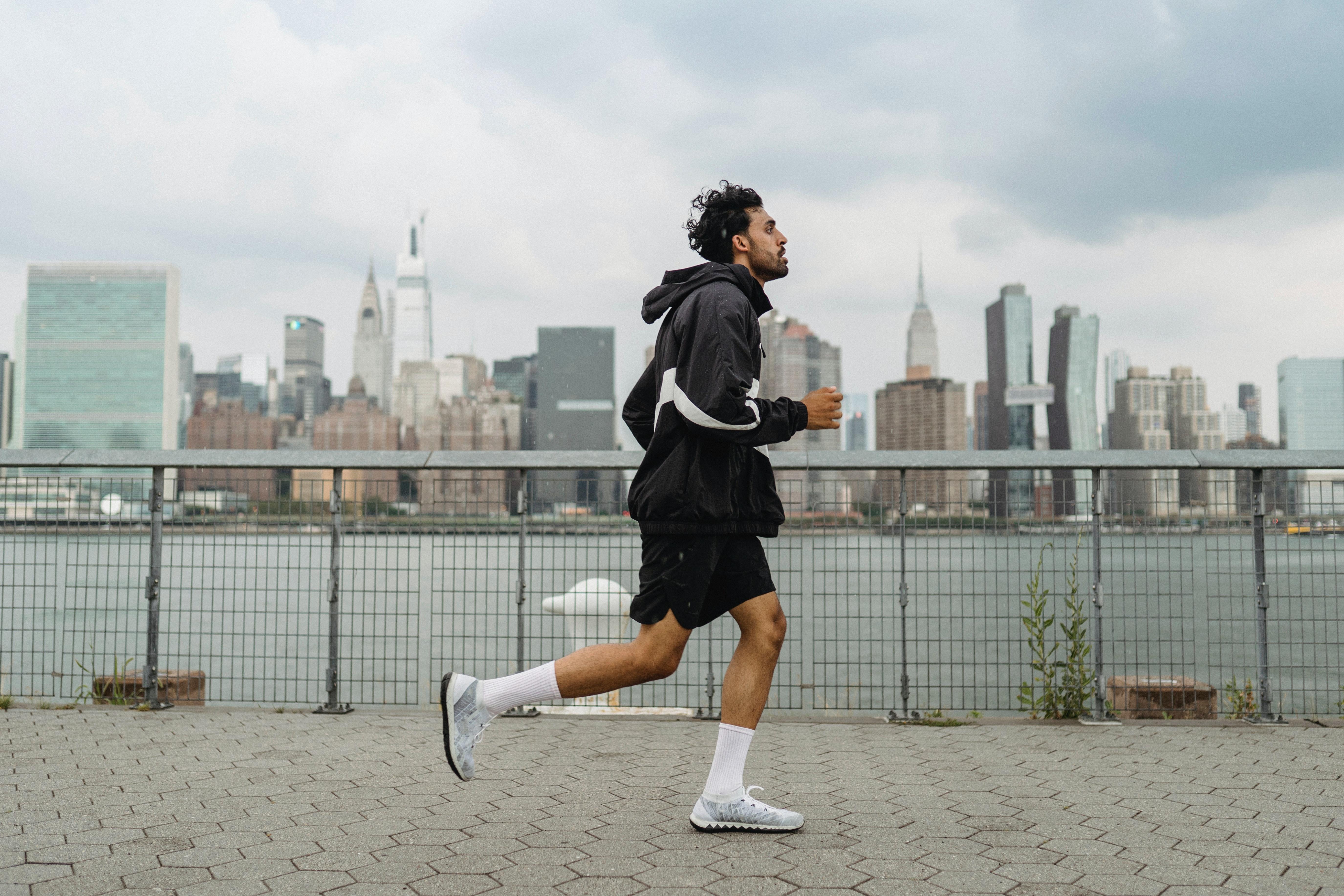 為何運動會讓人開心?有助提振憂鬱情緒,科學拆解「腦內啡」秘密